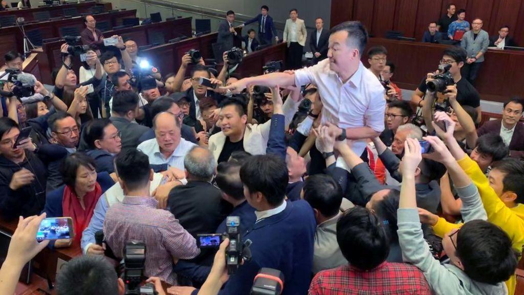 درگیری در صحن مجلس هنگ کنگ