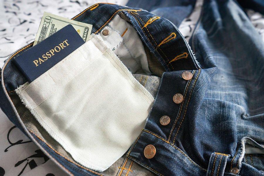 برای محافظت از مدارک در سفر، داخل شلوار خود جیب مخفی بسازید!
