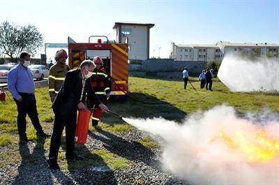 به مناسبت هفته پدافند غیرعامل اولین مانور آتش نشانی و آموزش اطفای حریق در دانشگاه مازندران برگزار گردید